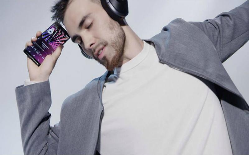 Man dancing with headphones